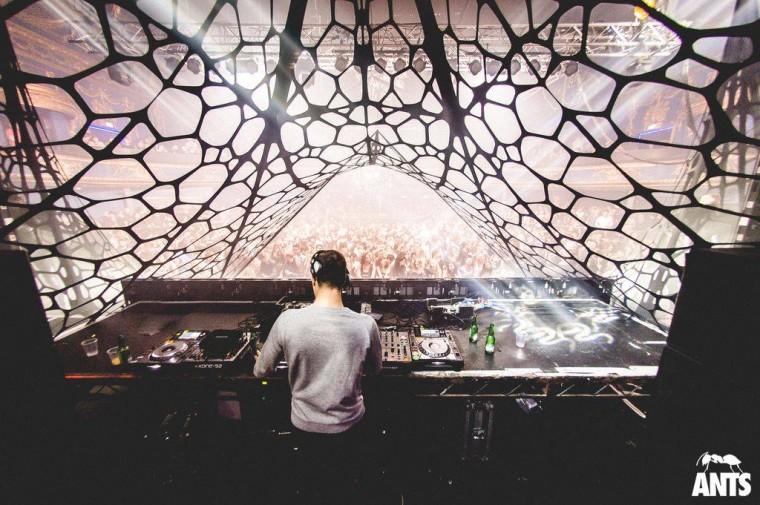Event-decor-exhibition-structures-design-lycra-stretch-Ants10