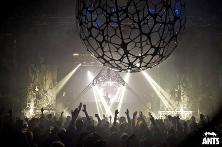 Event-decor-exhibition-structures-design-lycra-stretch-Ants8