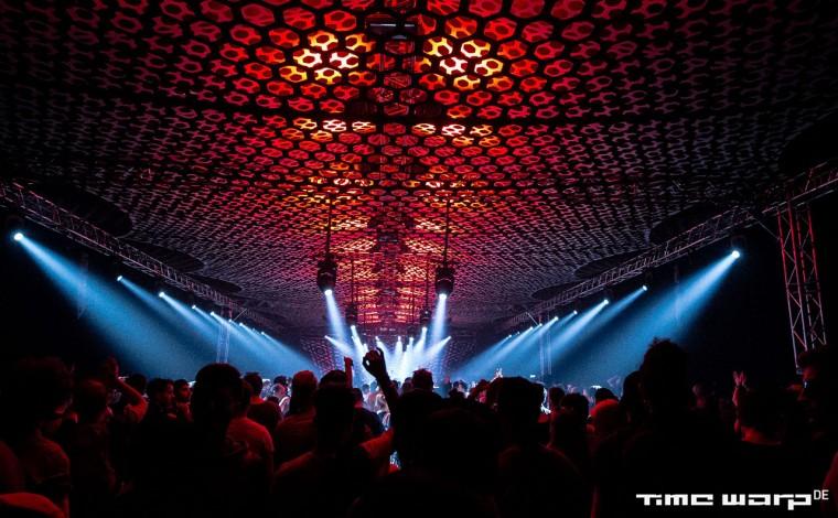 Event-decor-exhibition-structures-design-lycra-stretch-Time-Warp3