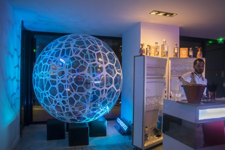 Decoration-evenementiel-lycra-tissu-extensible-toile-tendue-velum-Zing-Installations-Sphere12-760x508