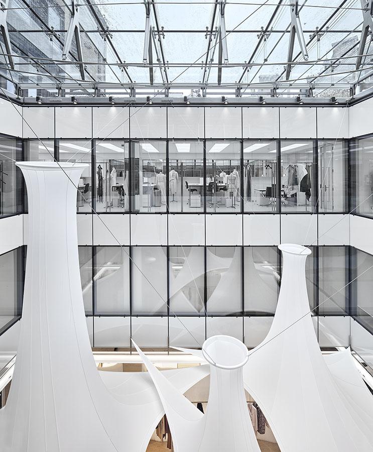 Decoration-evenementiel-lycra-tissu-extensible-toile-tendue-velum-Zing-Installations-Dior16