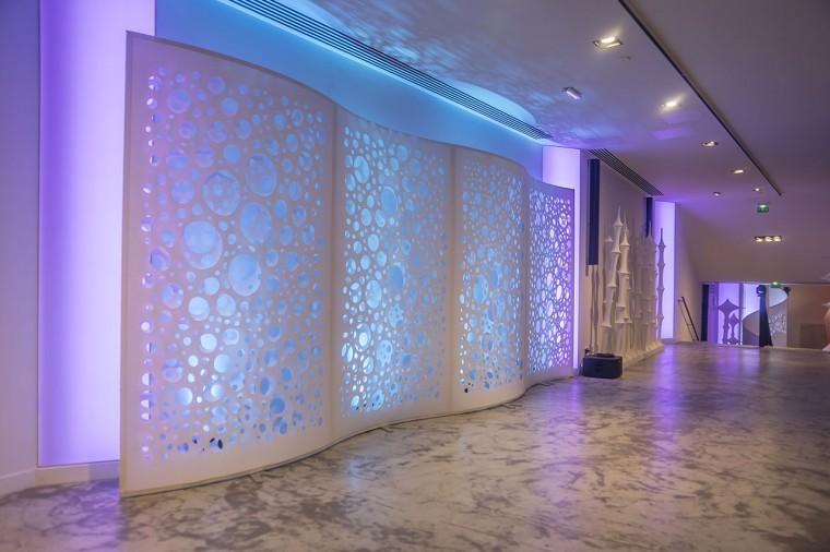 Decoration-evenementiel-lycra-tissu-extensible-toile-tendue-velum-Zing-Installations-Vagues9